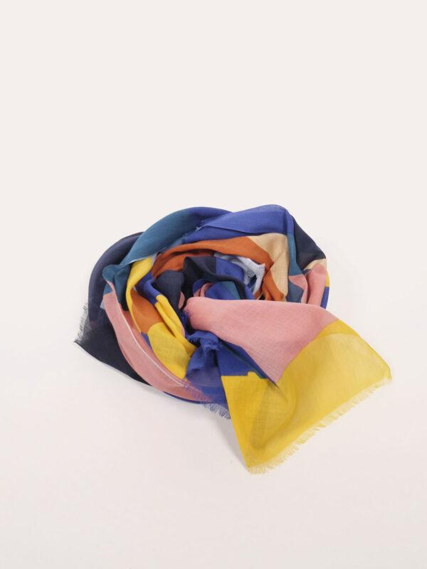großer weicher Schal aus Biobaumwolle mit buntem grafischen Muster