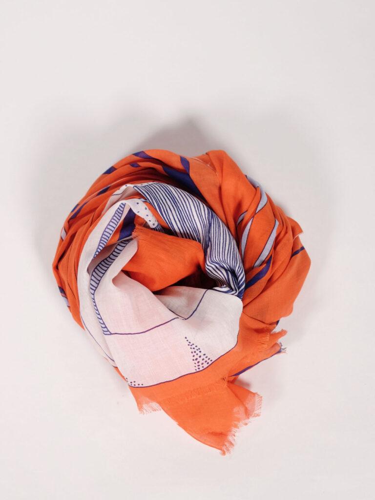 großer, weicher Schal aus Biobaumwolle mit grafischem Muster, orange