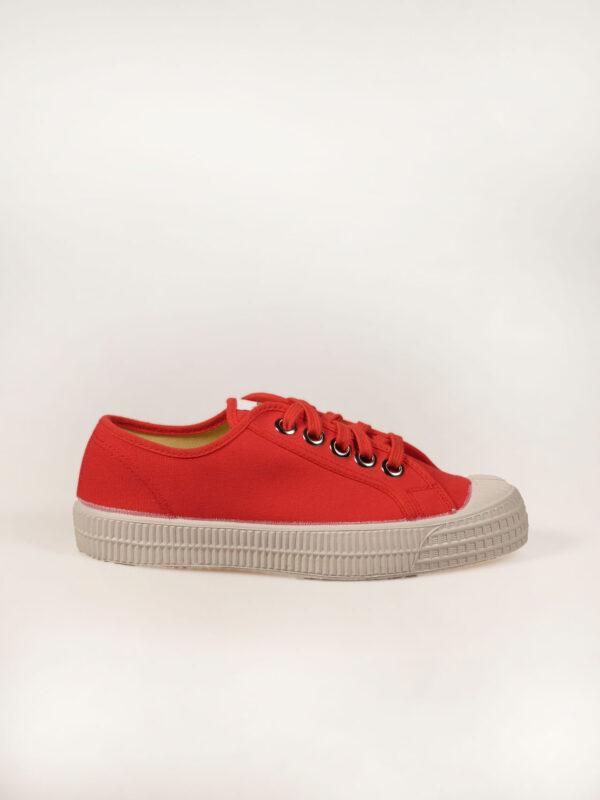 roter Sneaker aus Segeltuch mit vulkanisierter Naturkautschuksohle, Metallösen und Einlegesohle