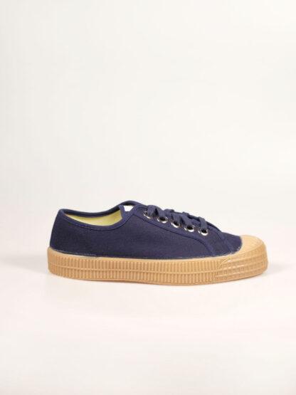Sneaker aus Segeltuch mit vulkanisierter Naturkautschuksohle, Metallösen und Einlegesohle, Farbe navy