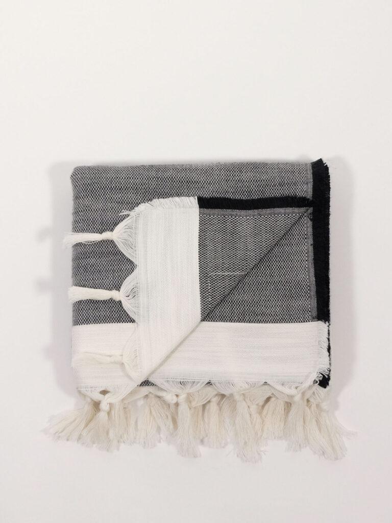 handgewebtes Strandtuch aus Baumwolle und Tencel, black