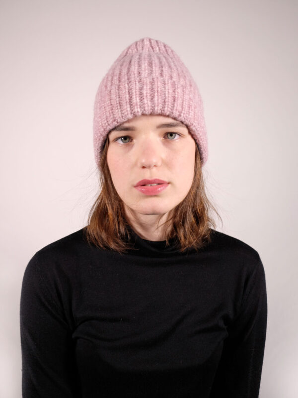 Soft, ribbed pink beanie in finest material mix