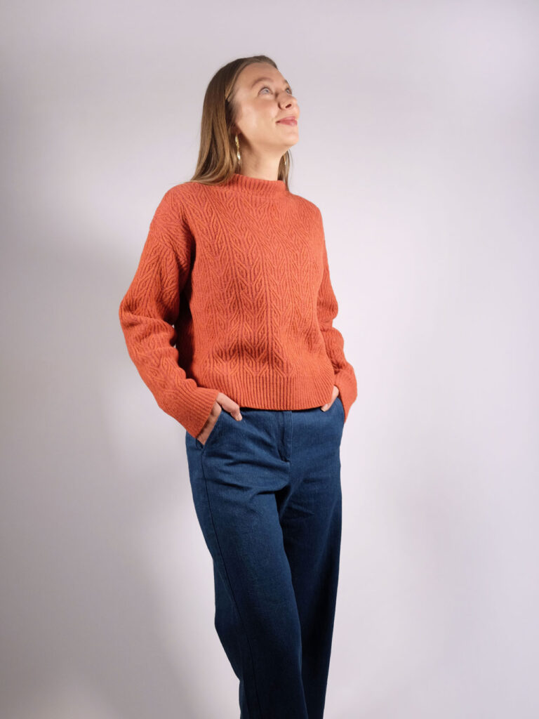 kurzer, weiter Lammwollsweater pink