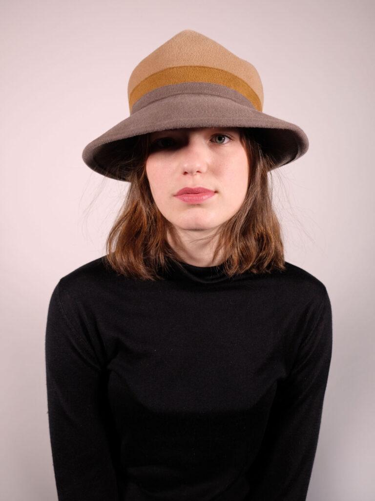 handgearbeiteter Hut aus Haarfilz camel / senf / taupe