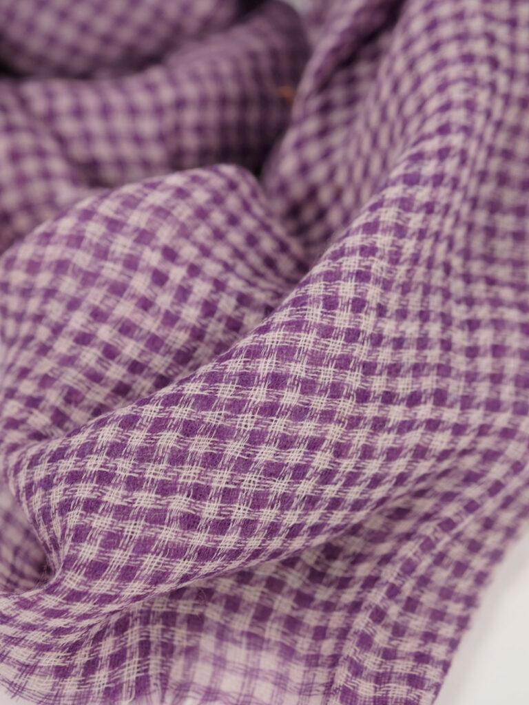 kleinkarierter Schal Baby Cashmere violet ecru detail