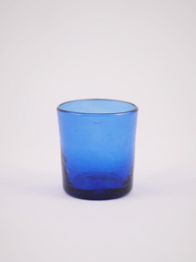 Windlicht aus recyceltem blauen Glas