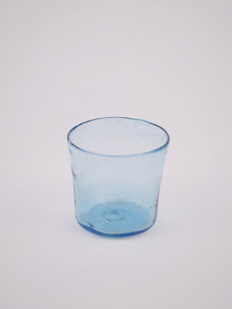Windlicht aus recyceltem hellblauen Glas