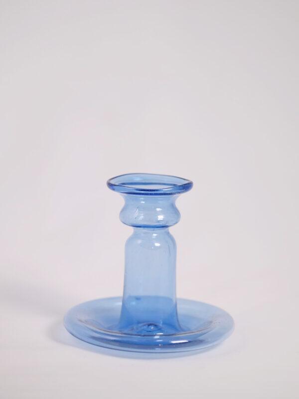 kleiner Kerzenständer aus mundgeblasenem Glas, hellblau