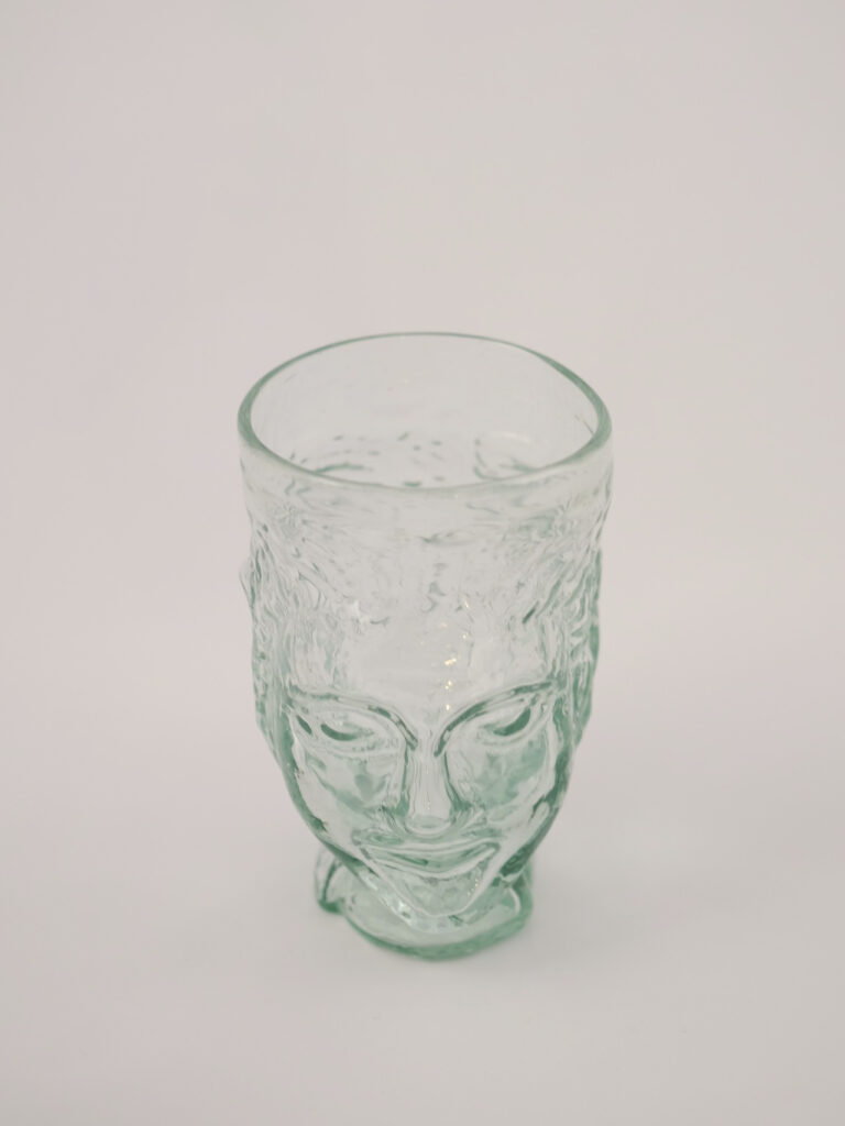 mundgeblasenes Glas in Kopfform, transparent