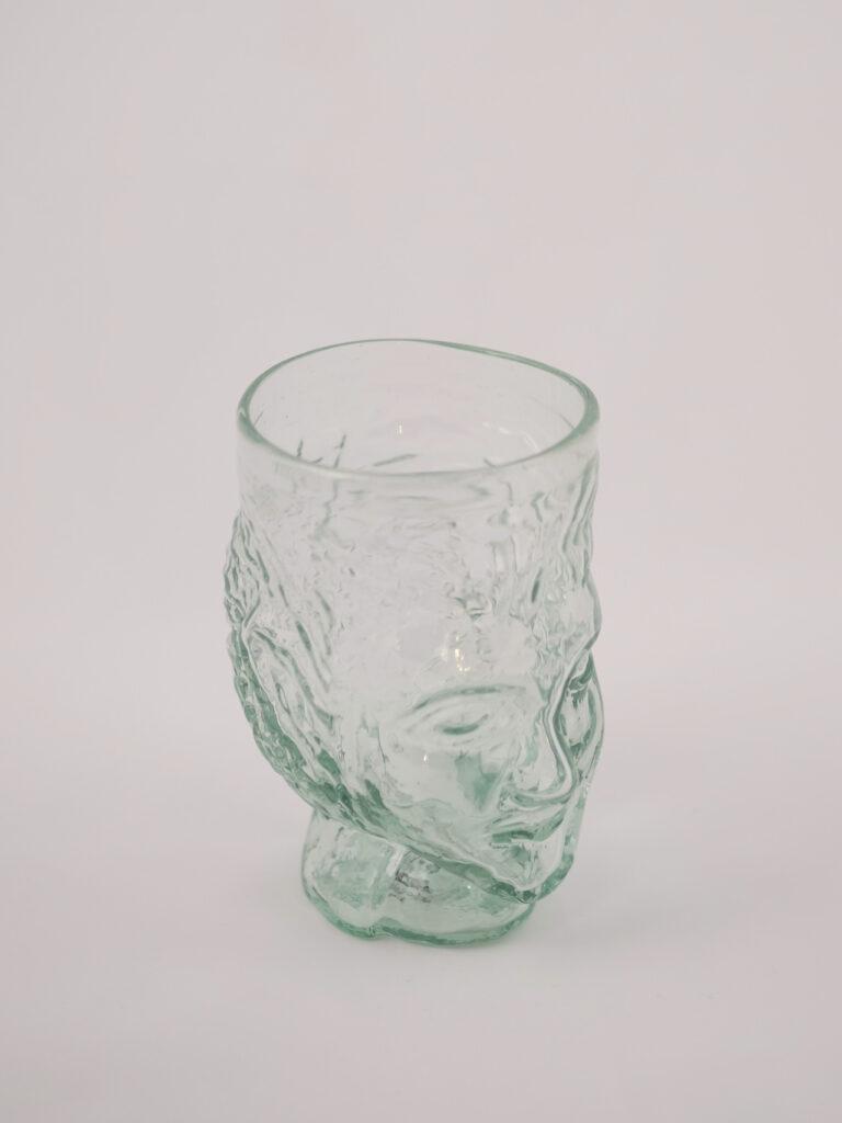 mundgeblasenes Glas mit Kopfform, transparent