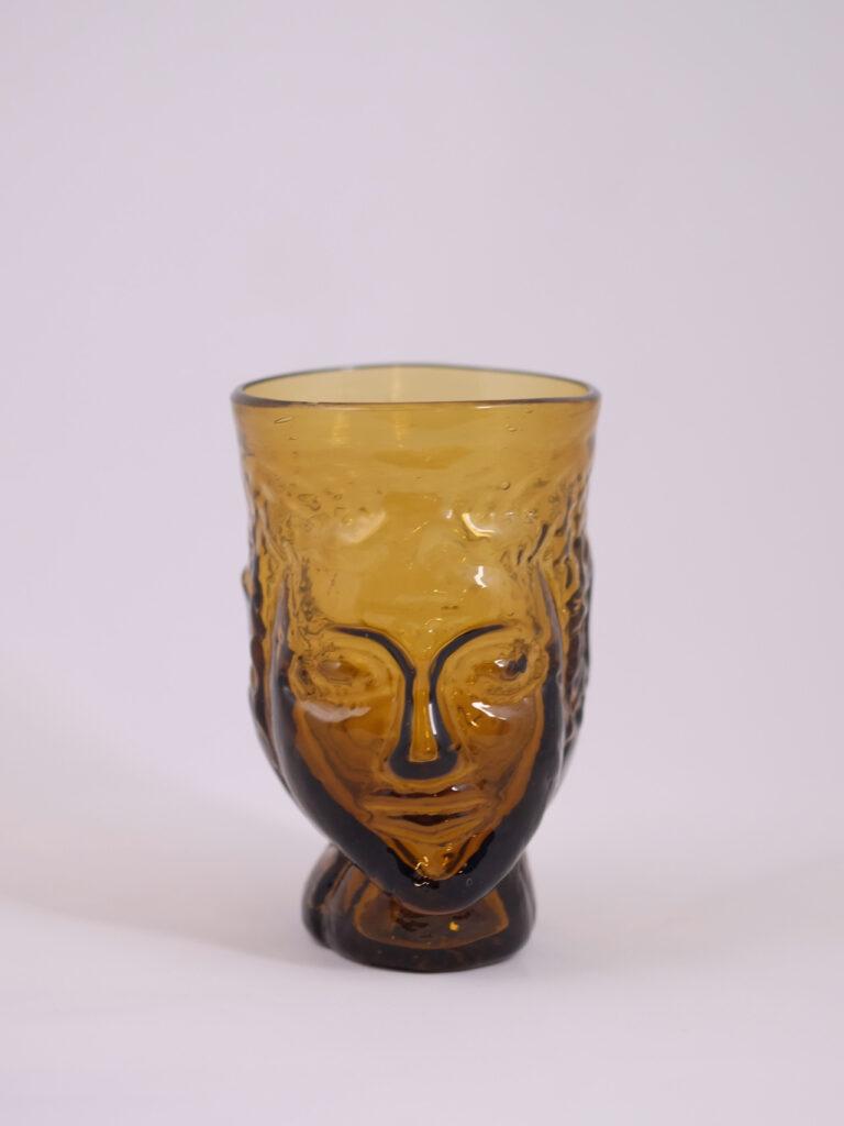 mundgeblasenes Trinkglas mit Kopfform, gelb