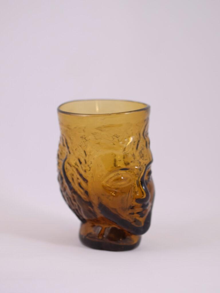 mundgeblasenes Trinkglas mit Kopfform, gel
