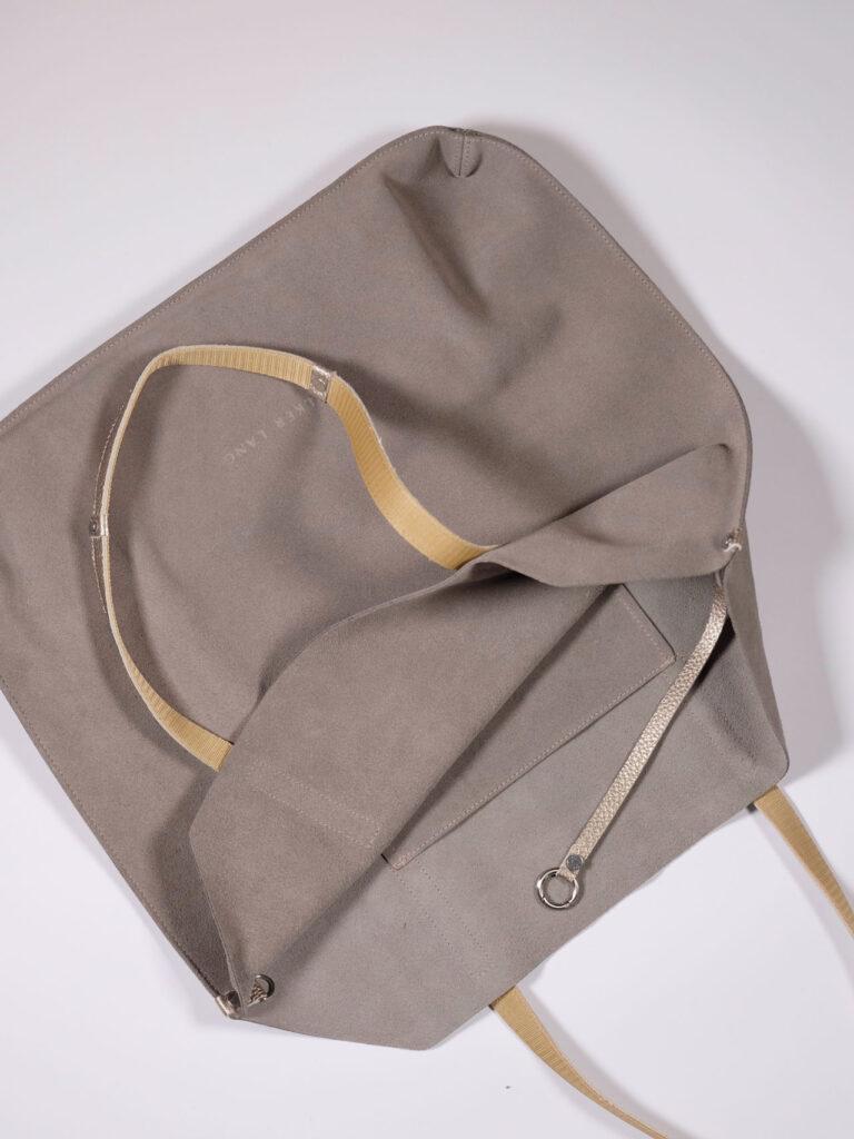 Grosse Veloursledertasche mit Schulterriemen Farbe taupe