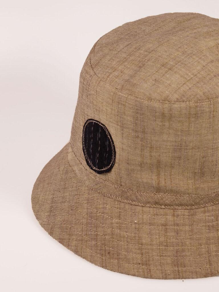 leichter Bucket Hat aus japanischer Aizu Baumwolle beige Detail Applikation