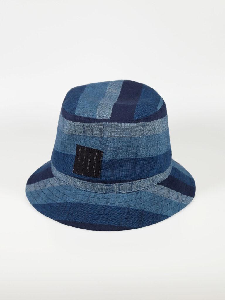 leichter Bucket Hat aus japanischer Aizu Baumwolle blaue breite Streifen