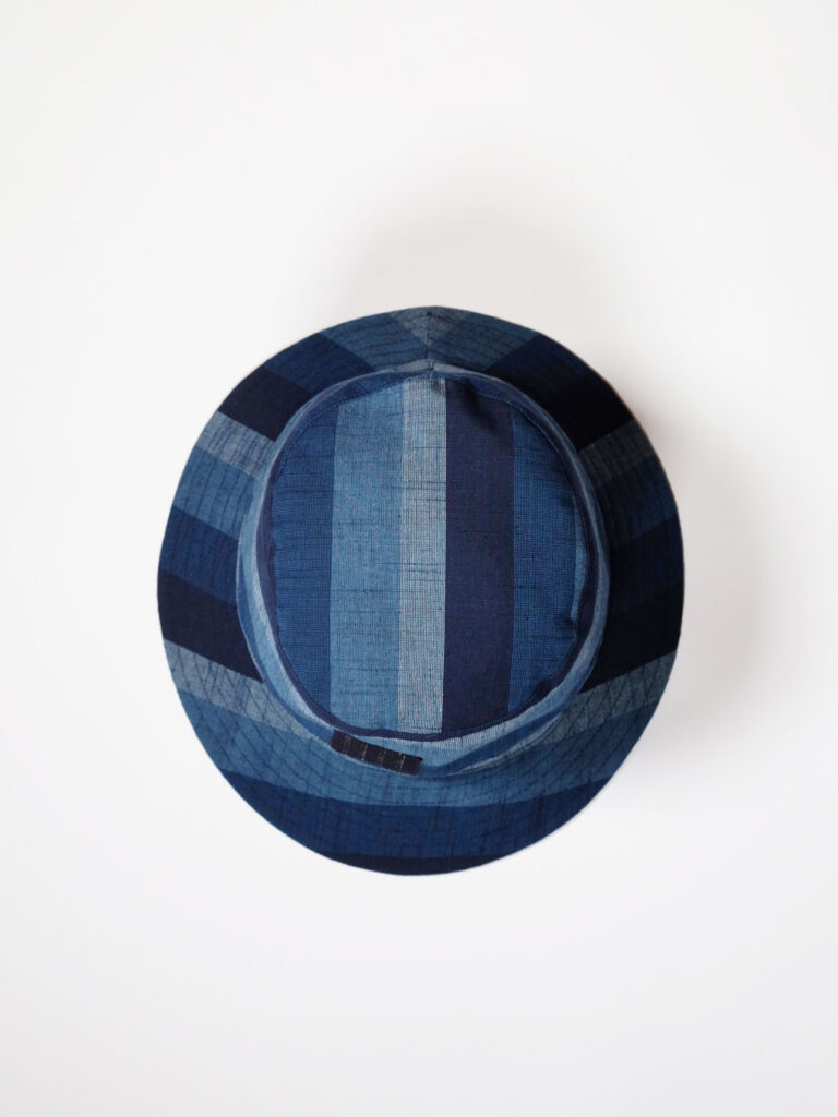 leichter Bucket Haut aus japanischer Aizu Baumwolle blaue breite Streifen Aufnahme von oben Aufnahme von oben